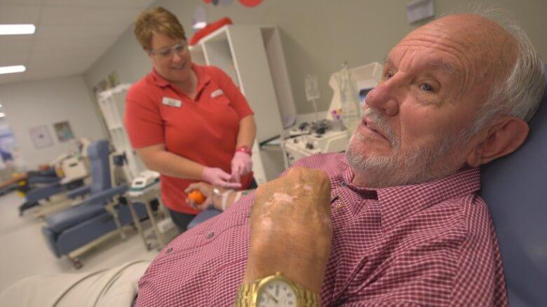 1691 - Ele doou sangue todas as semanas por 60 anos e salvou a vida de 2,4 milhões de bebês