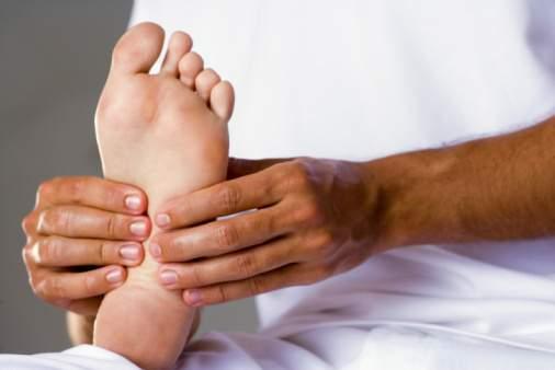 massaggio piedi - A importância e os benefícios de massagear os pés antes de dormir (e a melhor forma de fazê-lo)