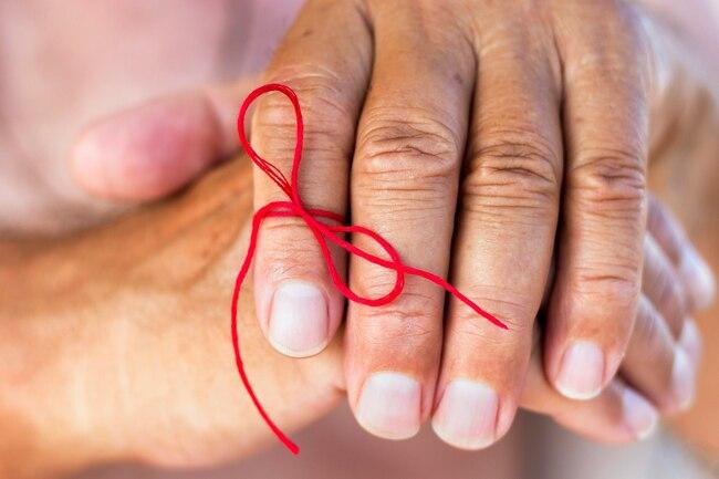 1800ss getty rf reminder string on finger - Como seu tipo sanguíneo pode afetar sua saúde