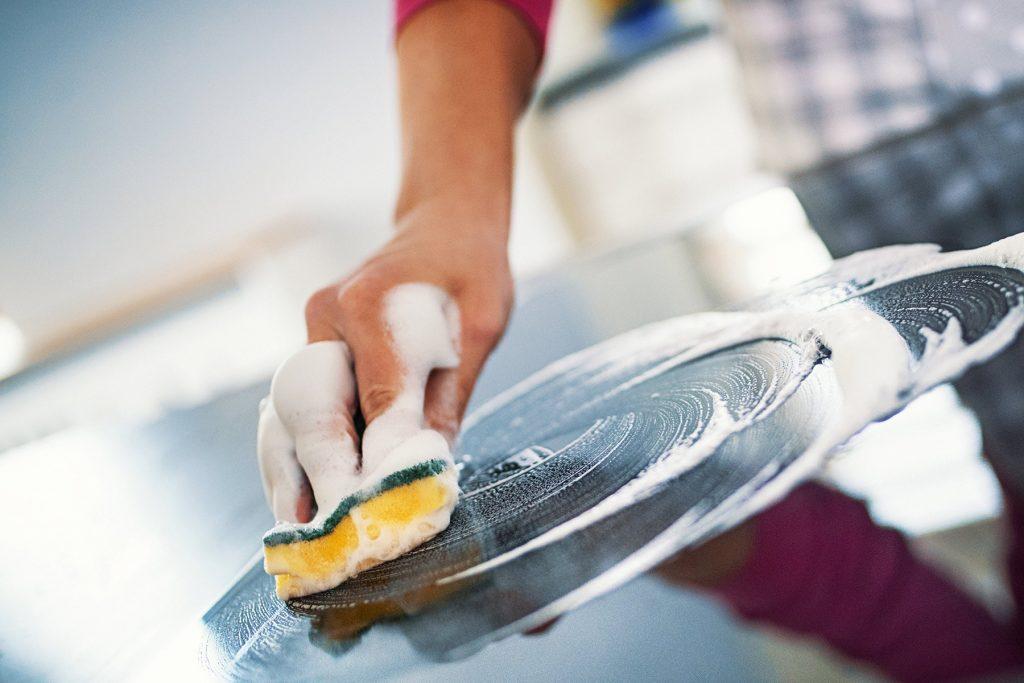 1800ss getty rf countertop 1024x683 - Limpeza com água sanitária: erros prejudiciais que você pode estar cometendo