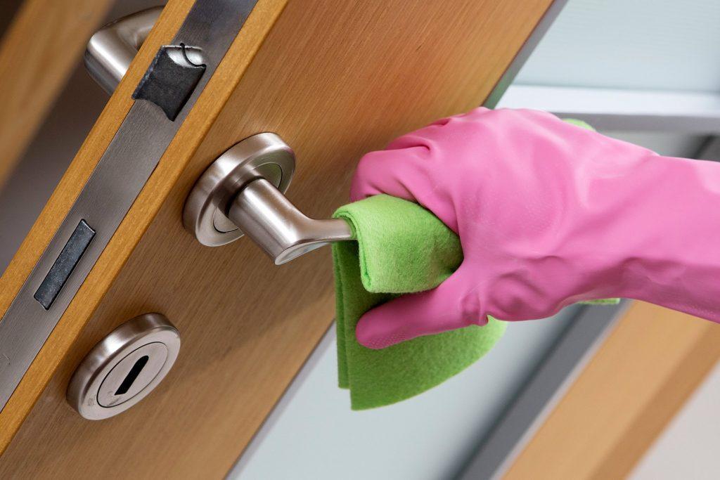 macaneta 1024x683 - Limpeza com água sanitária: erros prejudiciais que você pode estar cometendo
