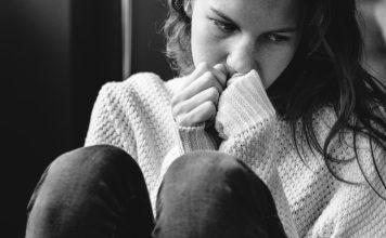 young alone girl feeling sad 356x220 - Início